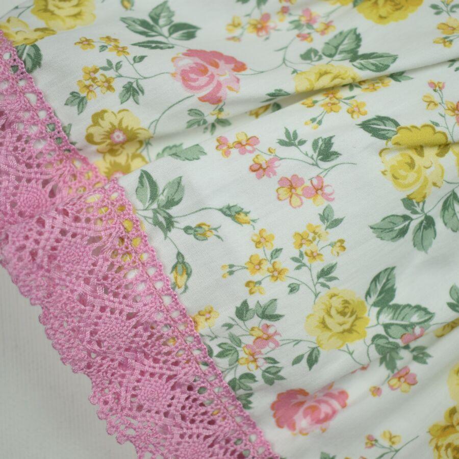 Flora virágos ruha, csipke rátéttel díszített