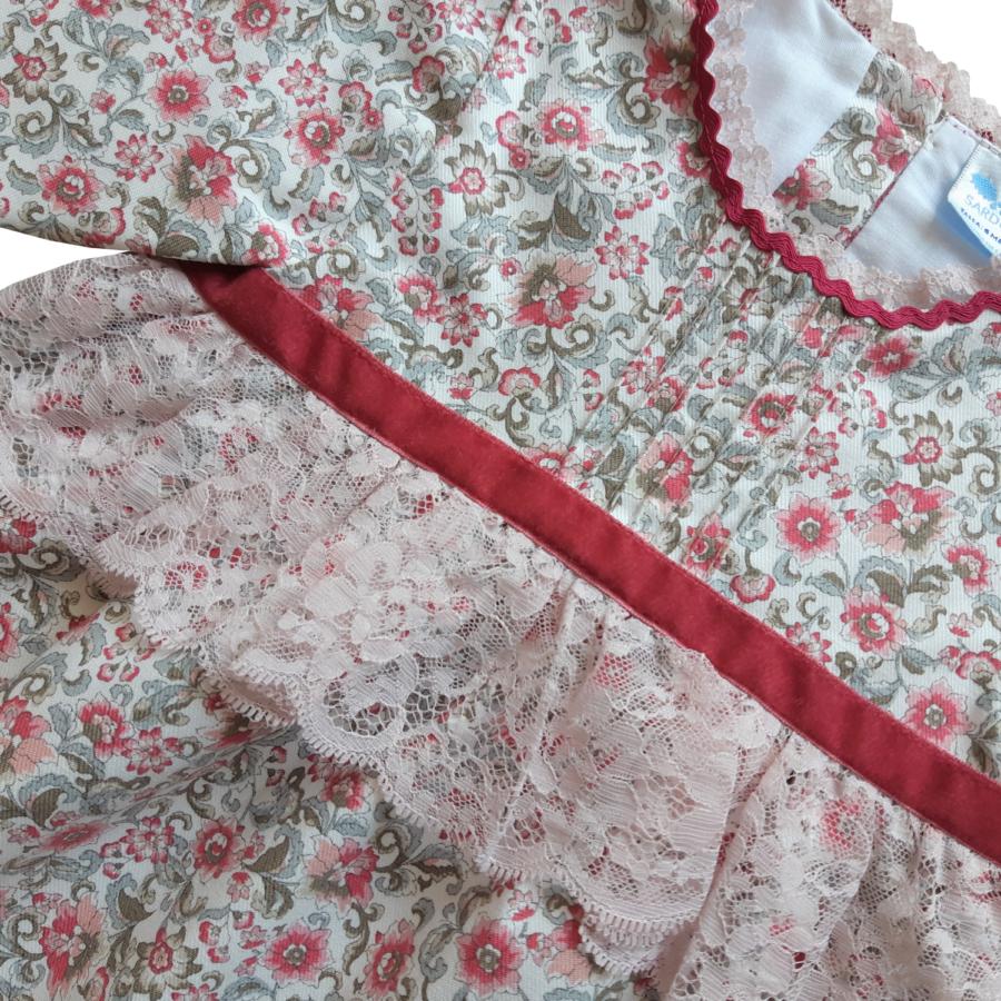 Patia virágos csipke rátéttes ruha